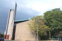 Niederrhein: Dietrich-Bonhoeffer-Kirche in Düsseldorf-Garath - Foto: Stefan Frerichs / RheinWanderer.de