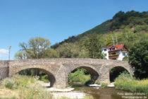 Ahr: Steinbergsbrücke bei Dernau - Foto: Stefan Frerichs / RheinWanderer.de