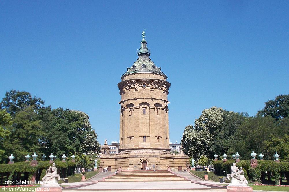 Neckar: Wasserturm am Friedrichsplatz in Mannheim - Foto: Stefan Frerichs / RheinWanderer.de