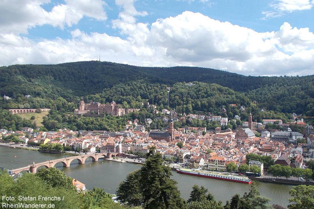 Neckar: Blick auf Altstadt und Schloss von Heidelberg - Foto: Stefan Frerichs / RheinWanderer.de