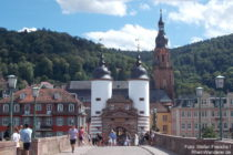 Neckar: Alte Brücke mit Brückentor in Heidelberg - Foto: Stefan Frerichs / RheinWanderer.de