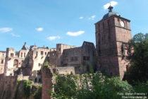 Neckar: Torturm und Westteil vom Heidelberger Schloss - Foto: Stefan Frerichs / RheinWanderer.de