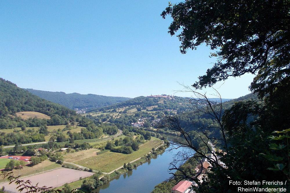 Neckar: Blick von der Bockfelsenhütte neckaraufwärts auf die Bergfeste Dilsberg - Foto: Stefan Frerichs / RheinWanderer.de