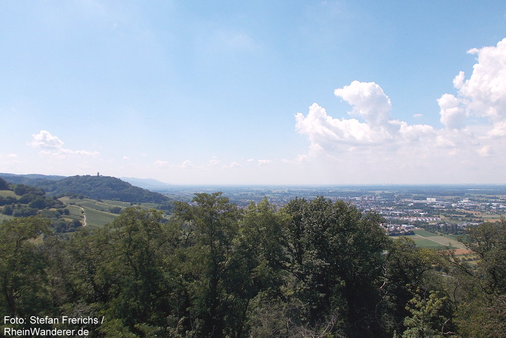 Odenwald: Blick vom Hemsbergturm auf Starkenburg und Heppenheim - Foto: Stefan Frerichs / RheinWanderer.de