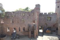 Odenwald: Innerer Burghof mit Palas von Schloss Auerbach - Foto: Stefan Frerichs / RheinWanderer.de