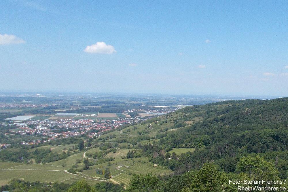 Odenwald: Blick von Schloss Auerbach Richtung Süden auf Zwingenberg - Foto: Stefan Frerichs / RheinWanderer.de