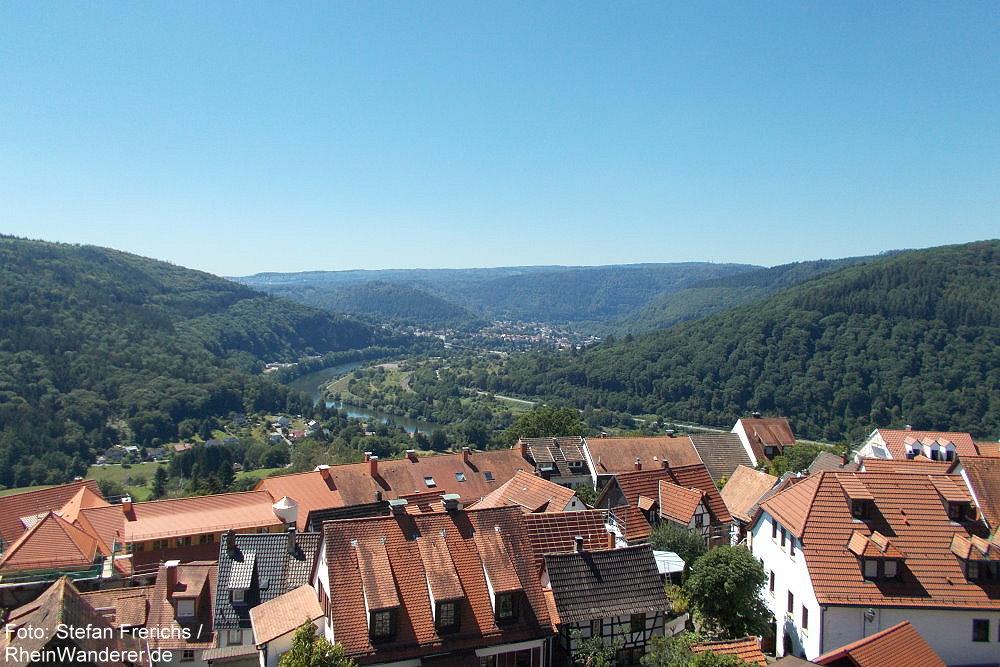 Neckar: Blick über die Bergfeste Dilsberg neckarabwärts auf Neckargemünd - Foto: Stefan Frerichs / RheinWanderer.de