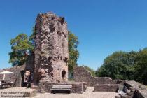 Neckar: Torgebäude von Burg Dilsberg - Foto: Stefan Frerichs / RheinWanderer.de