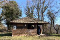 Mosel: Schutzhütte beim Ausoniusstein - Foto: Stefan Frerichs / RheinWanderer.de