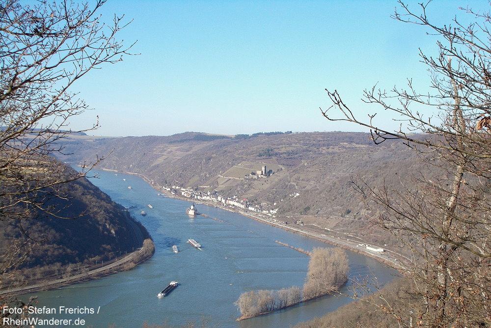 Mittelrhein: Lehnhardt-Blick rheinabwärts auf Kaub - Foto: Stefan Frerichs / RheinWanderer.de