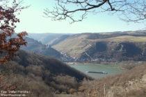 Mittelrhein: Blick auf Bacharach und Burg Stahleck - Foto: Stefan Frerichs / RheinWanderer.de