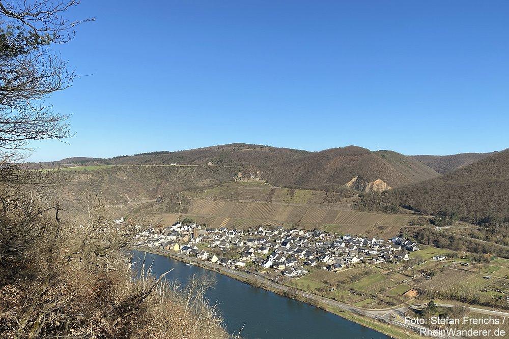 Mosel: Blick von der Kanaul-Hütte auf Alken und Burg Thurant - Foto: Stefan Frerichs / RheinWanderer.de