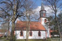 Inselrhein: Evangelische Laurentiuskirche in Wörrstadt - Foto: Stefan Frerichs / RheinWanderer.de