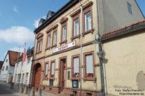 Inselrhein: Rathaus von Wörrstadt - Foto: Stefan Frerichs / RheinWanderer.de