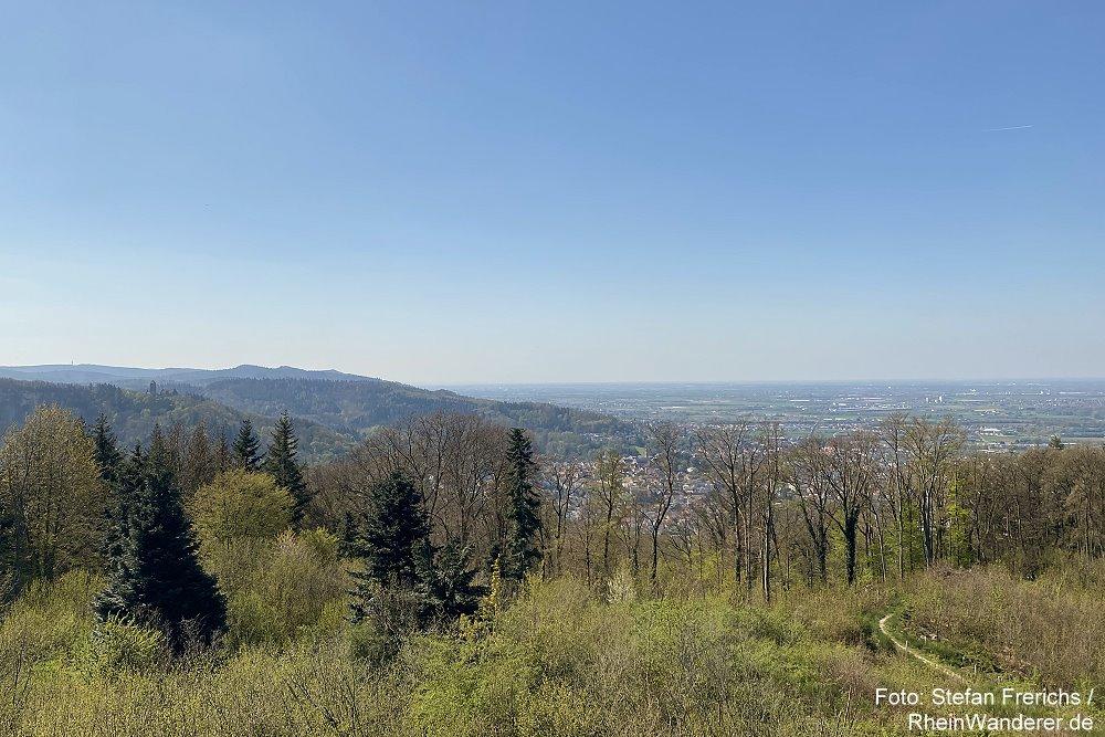 Odenwald: Blick vom Hirschkopfturm Richtung Weinheim - Foto: Stefan Frerichs / RheinWanderer.de