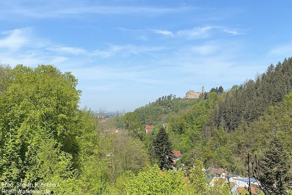 Odenwald: Blick über das Gorxheimer Tal auf Burgruine Windeck - Foto: Stefan Frerichs / RheinWanderer.de