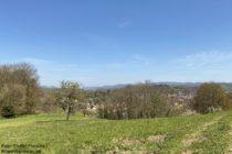 Odenwald: Blick vom Schönherrnberg auf Birkenau im Weschnitztal - Foto: Stefan Frerichs / RheinWanderer.de