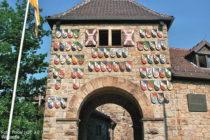 Odenwald: Inneres Wappentor der Wachenburg - Foto: Rabe! / CC 3.0 / Wikipedia