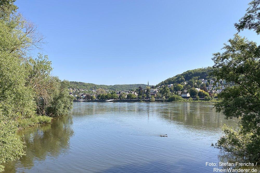 Ahr: Blick von Holzbrücke an der Ahrmündung auf Linz - Foto: Stefan Frerichs / RheinWanderer.de