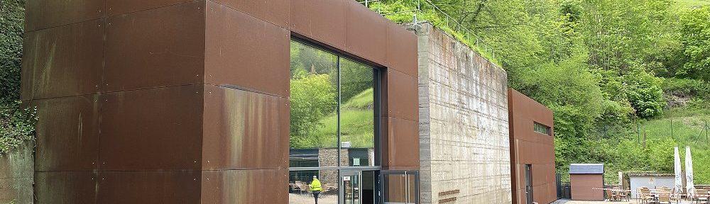 Ahr: Eingang zur Dokumentationsstätte Regierungsbunker - Foto: Stefan Frerichs / RheinWanderer.de