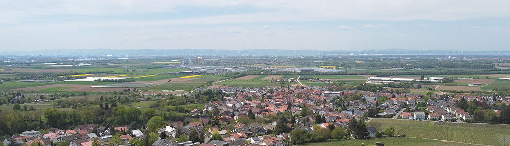 Odenwald: Blick auf Großsachsen an der Bergstraße - Foto: Stefan Frerichs / RheinWanderer.de