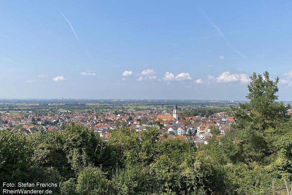 Odenwald: Blick auf Dossenheim an der Bergstraße - Foto: Stefan Frerichs / RheinWanderer.de